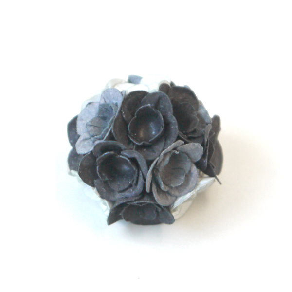 brooch fuji black-grey